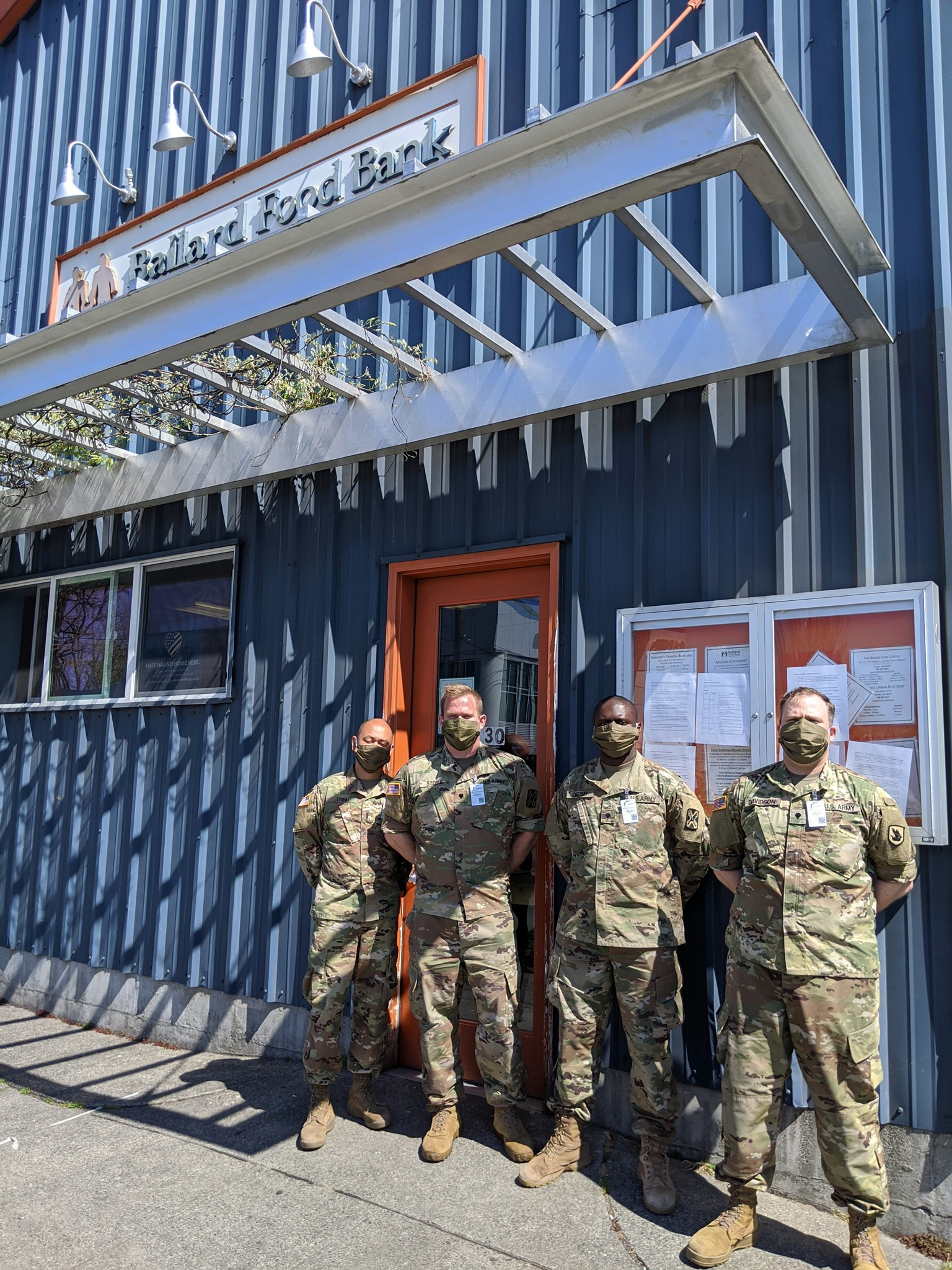 Soldiers at food bank